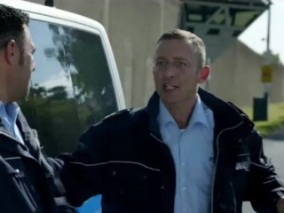 René Werner als Polizist bei Marie Brand und das Mädchen im Ring